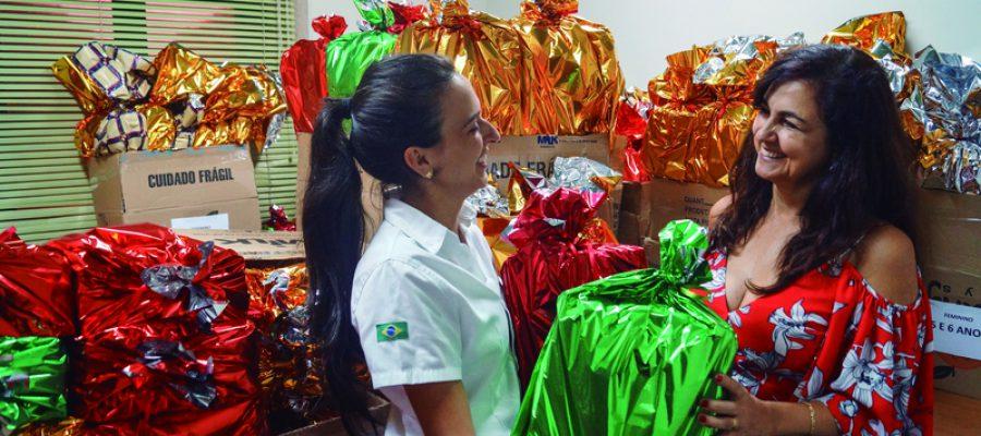 Colorado entrega de presentes de Natal para filhos de colaboradores mantendo tradição de 35 anos