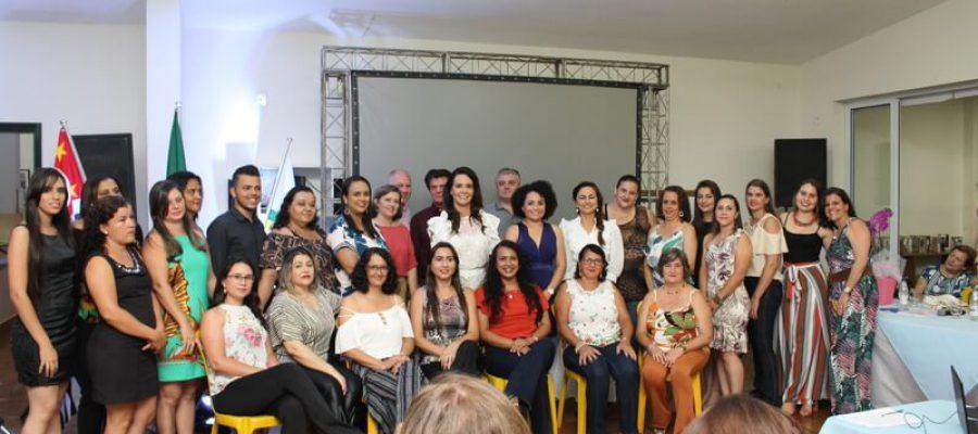 Josimara Ribeiro de Mendonça transforma Casa da Criança em escola modelo e transmite gestão para nova diretoria