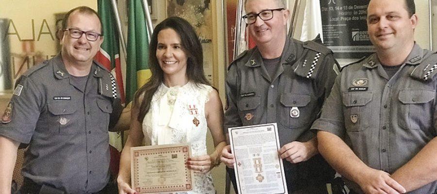 Josimara Ribeiro de Mendonça, diretora do Grupo Colorado é condecorada pela Medalha Dona May de Souza Neves